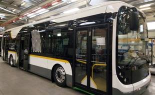 Les bus électriques de Bolloré ont été mis aux couleurs du Star pour circuler à Rennes.