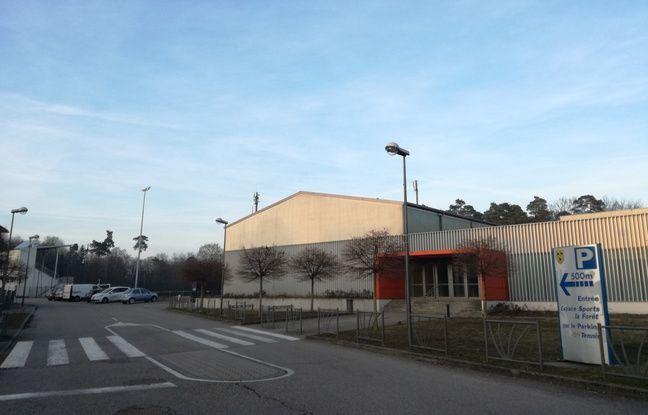 Construite au milieu des années 2000, la Forest Arena est une petite cocotte remplie de nombreux supporters du village et d'au-delà chaque semaine ou presque en périphérie de Gries, en Alsace.