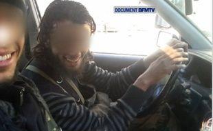 Des jihadistes francophones en Syrie, qui se sont filmés avec leurs propres téléphones portables à la mi-février.