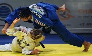 Décosse, qui a montré qu'elle possédait désormais beaucoup de solutions techniques, est restée moins d'une minute en finale face à l'Allemande Claudia Malzahn.