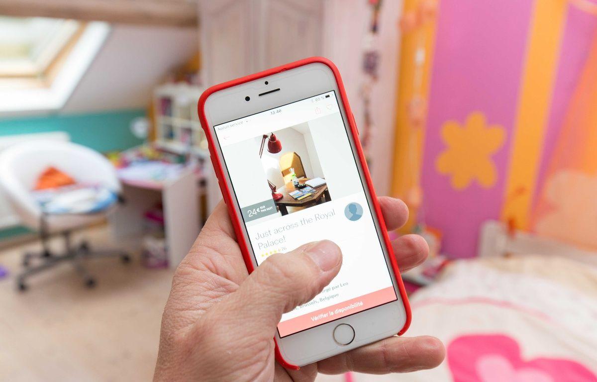 Illustration de l'application Airbnb sur smartphone. –  ISOPIX/SIPA