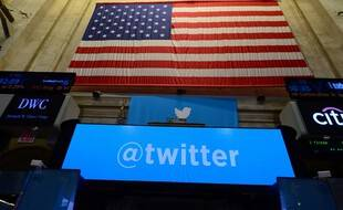 Illustration : Le logo de Twitter, le 7 novembre 2013 à la bourse de New York, le New York Stock Exchange (NYSE).