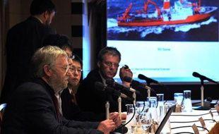Des scientifiques ont entamé jeudi une mission pour aller observer, avec un engin sous-marin, la fosse du Japon, zone de subduction tectonique à l'origine du séisme et de l'énorme tsunami qui ont ravagé il y a tout juste un an le nord-est de l'archipel.