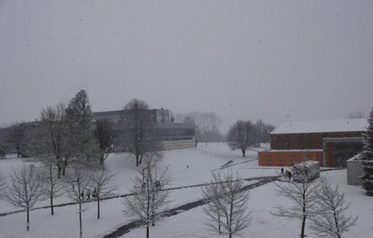 Le lycée Pierre-Forest de Maubeuge, pris par l'hiver – avec l'autorisation d'Antoine Dutriaux