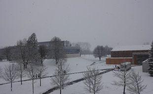 Le lycée Pierre-Forest de Maubeuge, pris par l'hiver