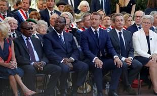 De gauche à droite : le président guinéen Alpha Conde, le président ivoirien Alassane Ouattara, le président français Emmanuel Macron et l'ancien président français Nicolas Sarkozy.