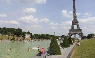 Paris, le 21 juin 2017.  Journée de canicule avec un ressenti de 43,5°C.