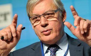 La Banque centrale européenne (BCE) arrêtera d'aider les pays de la zone euro bénéficiaires de son nouveau programme de rachat d'obligations publiques qui n'en respecteront plus les conditions, a indiqué mercredi Christian Noyer, membre du conseil des gouverneurs de la BCE.