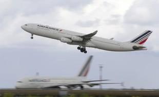 Un avion d'Air France au décollage le 18 août 2014 à Roissy-Charles-de-Gaulle