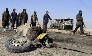 """Un attentat contre un convoi de pèlerins chiites en route pour l'Iran et l'assassinat de soldats enlevés par les insurgés talibans ont fait 40 morts dans des régions du Pakistan sur la ligne de front de la """"guerre contre le terrorisme"""", ont annoncé dimanche les autorités."""