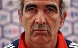 Raymond Domenech (56 ans), en poste depuis juillet 2004, est menacé après l'élimination au premier tour. La tendance est au maintien de Domenech, sous contrat jusqu'en 2010. Dans le cas contraire, l'ancien capitaine des Bleus Didier Deschamps est favori pour lui succéder. Décision le 3 juillet.