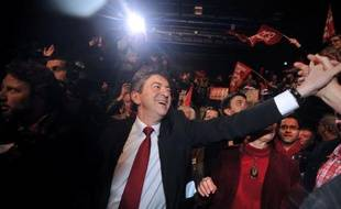 """Jean-Luc Mélenchon (Front de gauche) a martelé samedi son credo anti-austérité, au lendemain de la perte du triple A par la France, se présentant comme le """"seul candidat de la résistance"""" à la finance, face aux tenants de la """"capitulation""""."""