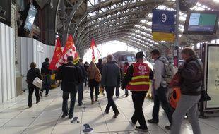 Les cheminots de la CGT ont manifesté leur mécontentement jusque dans la gare de Lille Flandres.