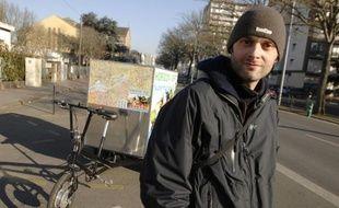 Frédéric Bouchereau, auto-entrepreneur sur l'île de Nantes, a mis en place un service de livraison de produits bio par triporteur.