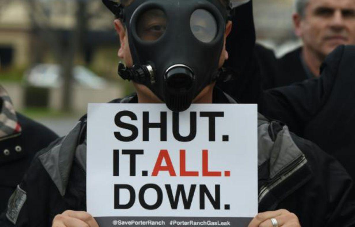 Un habitant de Porter Ranch, une banlieue de Los Angeles, manifestent contre la fuite de gaz massive, le 23 janvier 2016 – Mark Ralston AFP