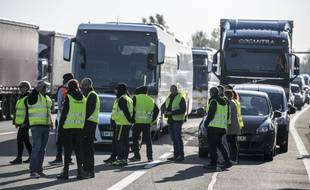 Rassemblement et blocage des gilets jaunes, ici au péage de l'autoroute de Labege, le 17 novembre 2018, près de Toulouse.