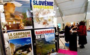 Des personnes visitent la 29e édition du salon professionnel annuel du tourisme Top Resa, le 26 septembre 2007 à Deauville