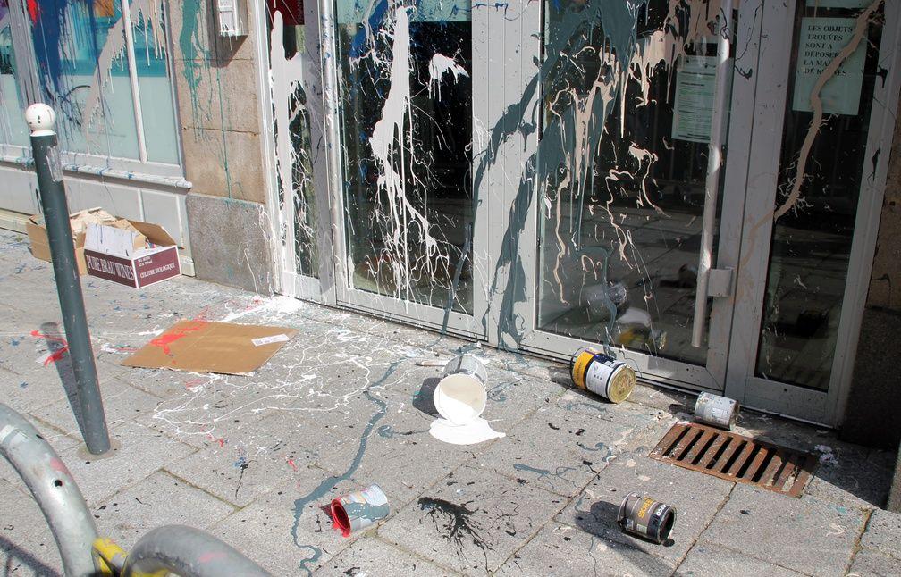Le commissariat de la rue de Penhoët a été aspergé de peinture. - C. Allain / APEI / 20 Minutes
