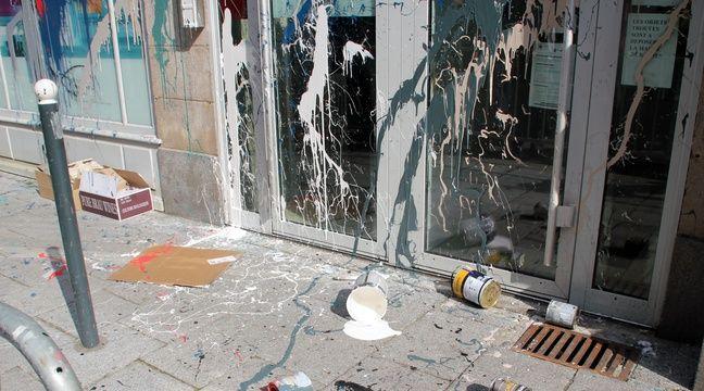 Le commissariat de la rue de Penhoët a été aspergé de peinture. – C. Allain / APEI / 20 Minutes