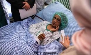 L'affaire de l'enfant afghane de 15 ans mariée et torturée par sa belle-famille pendant six mois, qui a ému le monde entier, est passée devant la justice et trois parents de son mari ont été condamnés à 10 ans de prison, a annoncé samedi un responsable judiciaire.