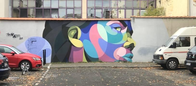 L'artiste Alber est connu pour ses visages composés d'aplats de couleurs.
