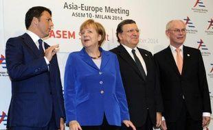 (De g à d) Le Premier ministre italien Matteo Renzi, la Chancelière allemande Angela Merkel, le président de la Commission européenne Manuel Barroso et le président du Conseil européen Herman Van Rompuy, le 16 octobre 2014 à Milan