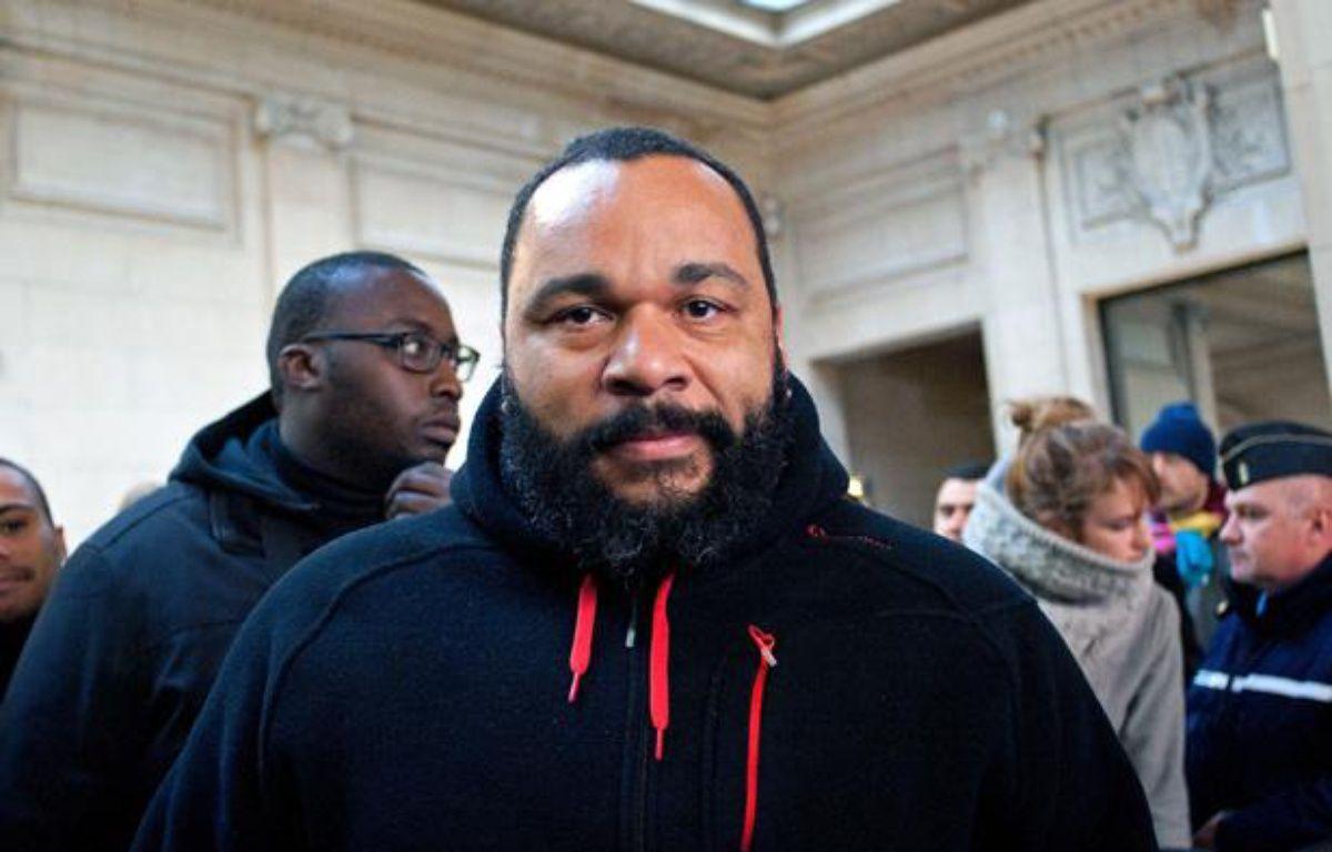 Dieudonné au tribunal de Paris, le 13 décembre 2013. – MEUNIER AURELIEN/SIPA