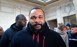 Dieudonné au tribunal de Paris, le 13 décembre 2013.