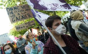 Ce mardi 5 octobre 2021, à Rennes, 2 000 manifestants ont rejoint le cortège pour défendre les salaires, les emplois et protester contre les reformes des retraites et de l'assurance-chômage.
