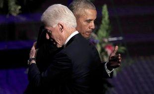Les anciens présidents Bill Clinton et Barack Obama, à Baltimore le 25 octobre 2019.