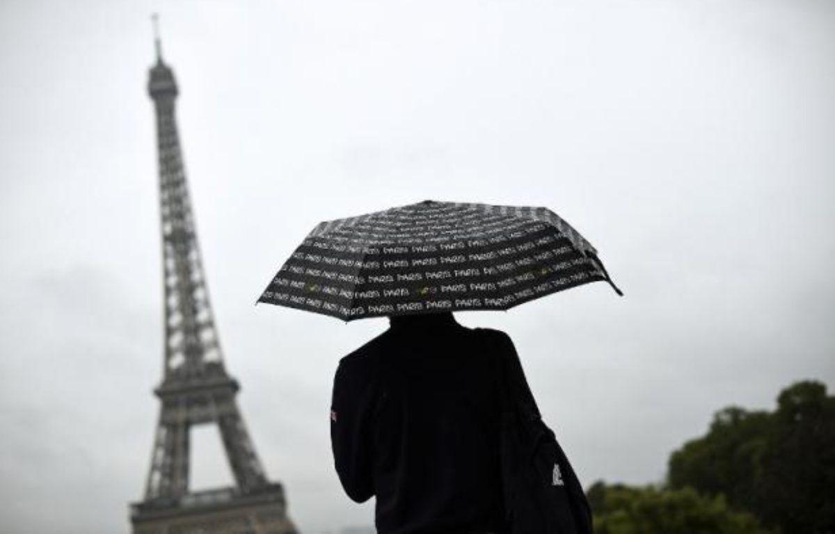 Jour de pluie à Paris le 8 août 2014 – Lionel Bonaventure AFP