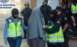 L'arrestation le 4 octobre 2015 d'une femme suspectée de recruter pour Daesh