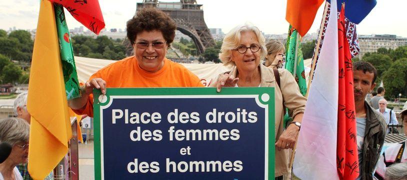 Cathy Bernheim (à gauche) et Martine Storti (à droite) en 2010, pour les 40 ans du MLF, le Mouvement de Libération des femmes, un mouvement féministe  important des années 1970.