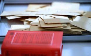 Un nouveau calendrier électoral qui prévoit de repousser les élections départementales et régionales prévues en 2014 à 2015, est à l'étude et sera proposé au vote des parlementaires à la rentrée.
