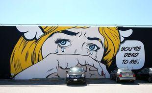 Graffiti femme en pleurs