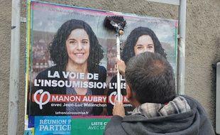 Sur les panneaux d'affichage en vue des élections européennes, de très nombreuses listes se côtoient.