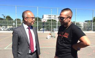 Lionel Royer-Perreaut, président de 13 Habitat, et Bengous, lors du tournage à la cité Mazargues La Soude à Marseille cet été.