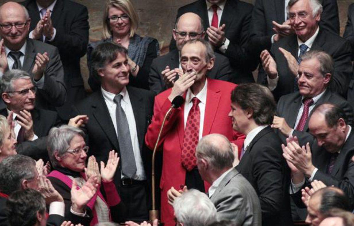 Patrick Roy, le député-maire socialiste de Denain, le 14 mars 2011 à l'Assemblée, pour son retour après un traitement contre le cancer du pancréas. – J. DEMARTHON/ AFP