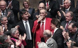 Patrick Roy, le député-maire socialiste de Denain, le 14 mars 2011 à l'Assemblée, pour son retour après un traitement contre le cancer du pancréas.