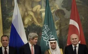Les ministres de Affaires étrangères russe, américain, saoudien et turc, à Vienne, le 29 octobre 2015