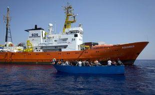Des migrants secours en Méditerranée au large de la Libye