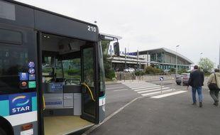 Le bus dépose désormais les voyageurs au pied de l'aéroport de Rennes.