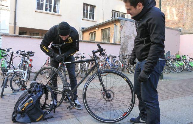 Un problème de chaîne ou de selle ? Les cyclofixeurs arrivent (quasiment) tout de suite.