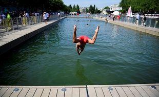 Notre vaillant reporter n'a écouté que son courage avant de plonger dans le bassin.