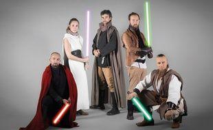 L'équipe qui a conçu le Manuel de combat au sabre laser.