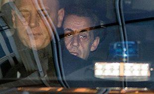 L'ancien président Nicolas Sarkozy arrive au pôle financier à Paris le 16 février 2016