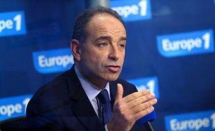Jean-François Copé, président proclamé de l'UMP, a dit non jeudi à une médiation du maire de Bordeaux, Alain Juppé, pour arrêter la guerre sans merci qui l'oppose à François Fillon.