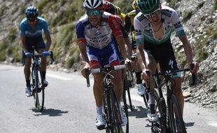 Thibaut Pinot derrière Buchmann lors de la montée du Tourmalet sur le Tour de France, le 20 juillet 2019.