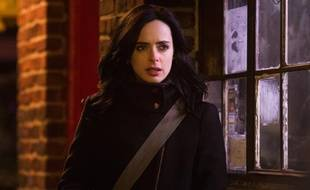 Krysten Ritter incarne l'héroïne Marvel Jessica Jones dans la série éponyme.