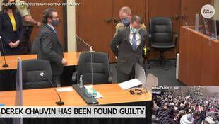 Derek Chauvin est conduit hors de la salle d'audience, menotté, après la lecture du verdict de son procès pour la mort de George Floyd au palais de justice de Minneapolis le 20 avril 2021.